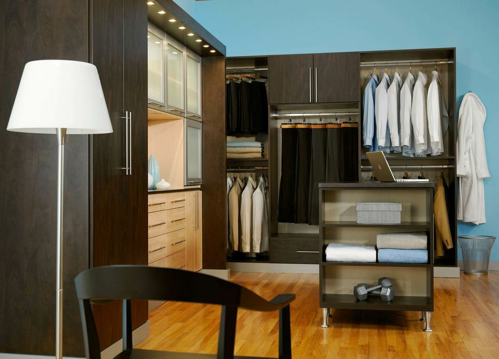 Custom Closets DaVinci Cabinetry